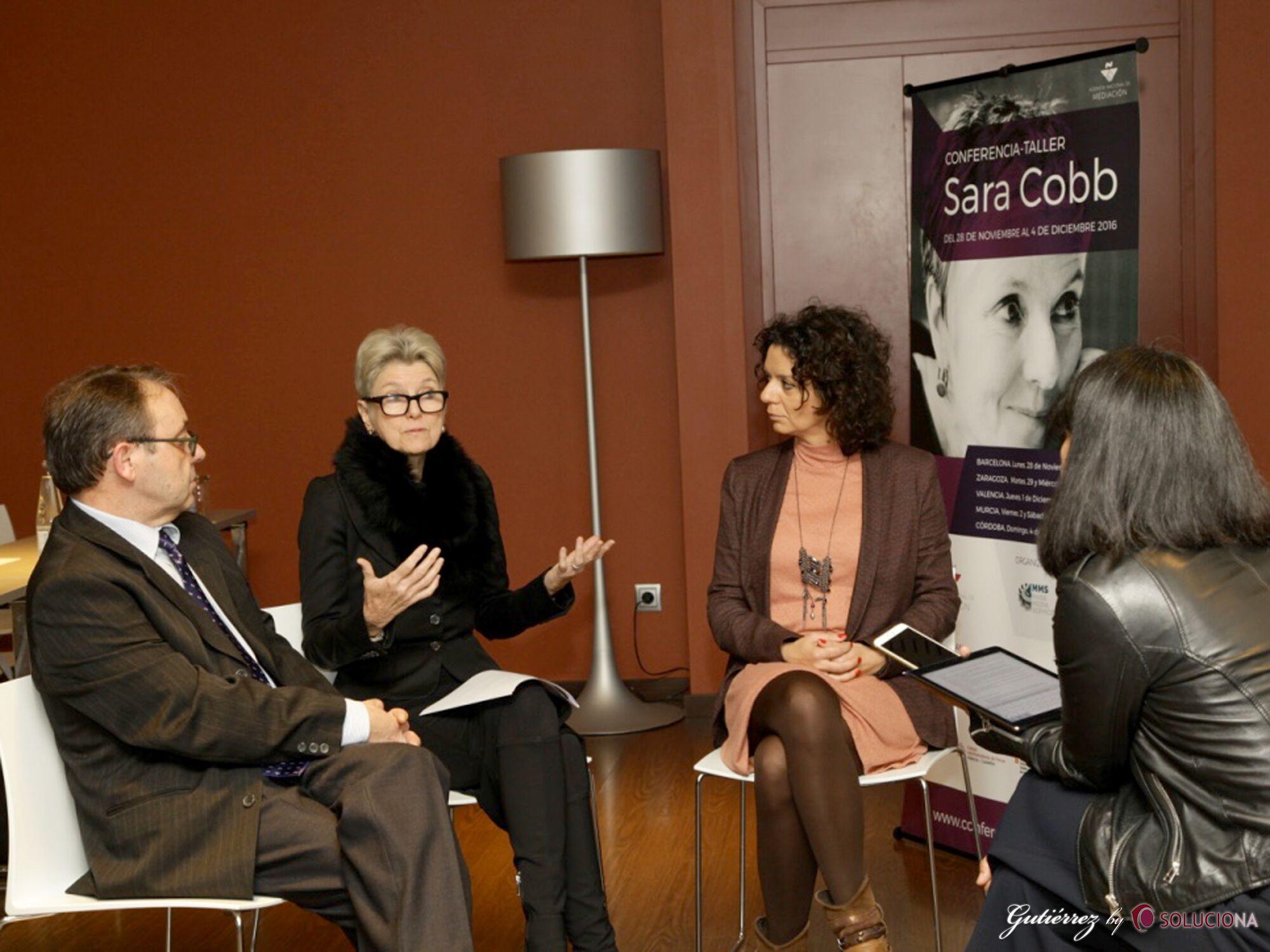 Sara Cobb y Carol Pinilla